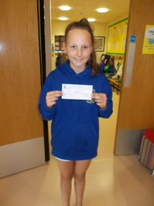 Bocombra pupils with cheque
